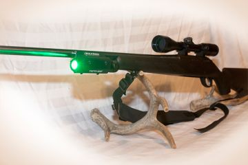 STIK-N-SHOOT RIFLE/SHOTGUN/CROSSBOW MAGNETIC LIGHT GREEN & WHITE (Color: Green Light)